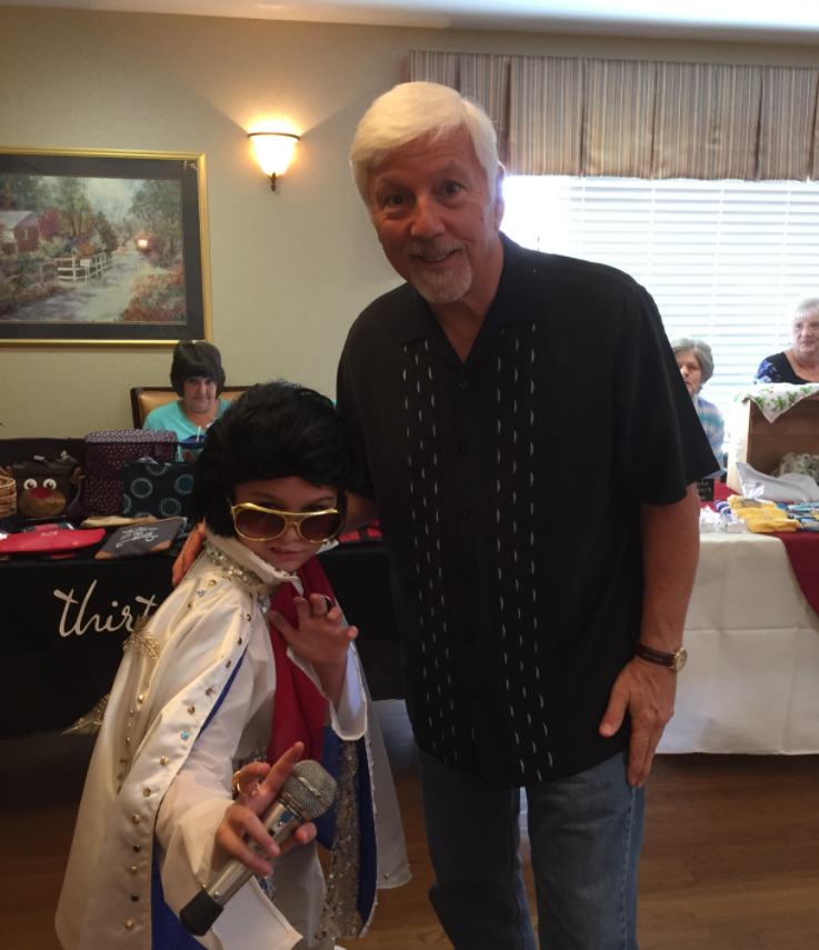 Mini Elvis shows up at one of my gigs !